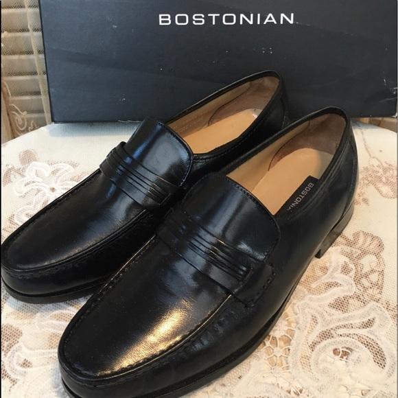 Pair Men's Bostonian size 9M Black Leather Shoes